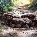 Каменная ступень на тропе в районе Взлетной. Байкальский проект 2015
