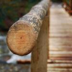 Перила деревянного моста