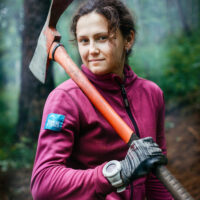 Таня Андреева, волонтер. Строит экотропу на Байкале.