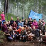 Волонтеры строят экотропу Чайный путь. Байкальский проект 2019