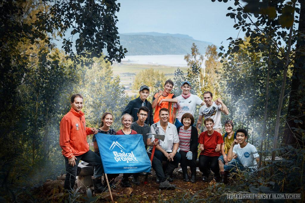 Волонтеры строят тропу «Чайный путь», Култук, озеро Байкал